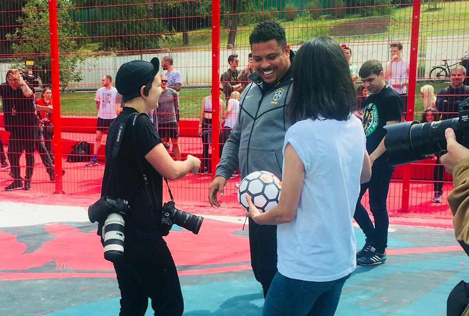 Участники спортивных программ РООИ «Перспектива» встретились с футболистом Роналдо!