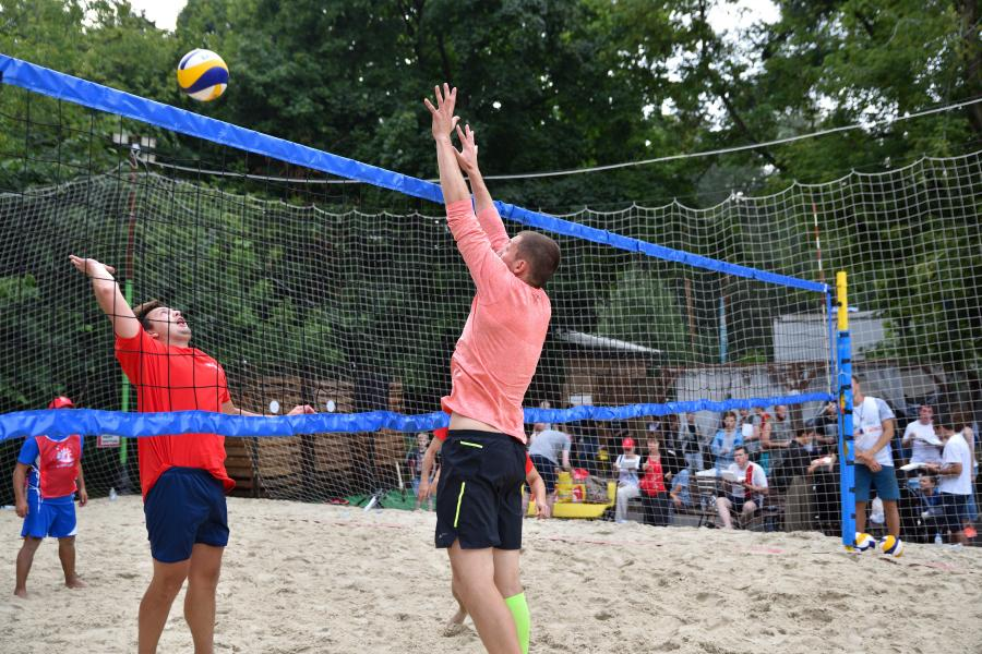 В Сокольниках прошел благотворительный турнир по пляжному волейболу