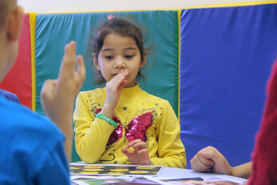 Как сказать «волшебные» слова на жестовом языке