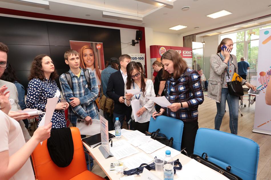 «От учебы – к работе»: как прошла IX Ярмарка вакансий для молодёжи с инвалидностью