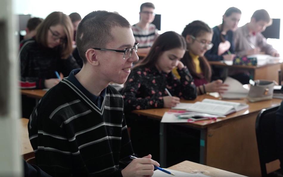 Не стоит прогибаться под изменчивый мир: история Саши Лукашенко