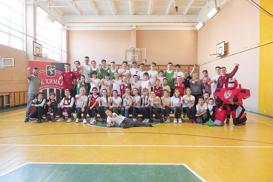 Школьники и футболисты в одной команде: как прошла встреча с игроками ФК «Химки»