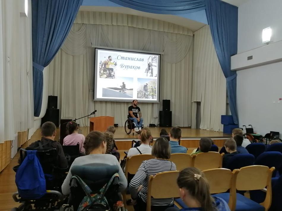 В Петербурге прошел урок по адаптивному вейкборду