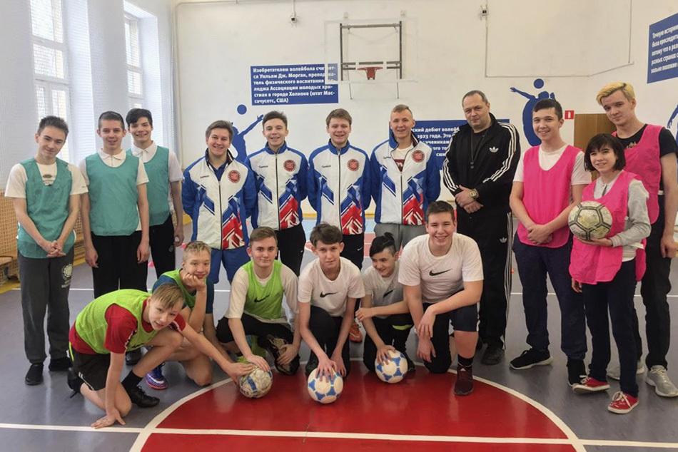 Спорт в «Вертикаль»: как прошел День футбола для школьников