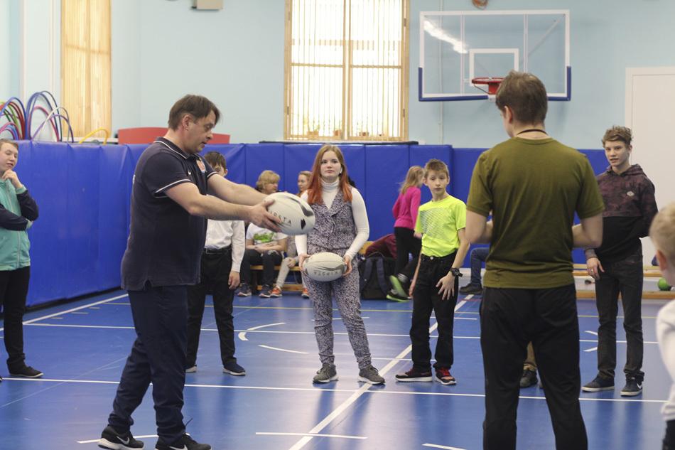 Школьники из Петербурга освоили хулиганскую игру для джентльменов – регби