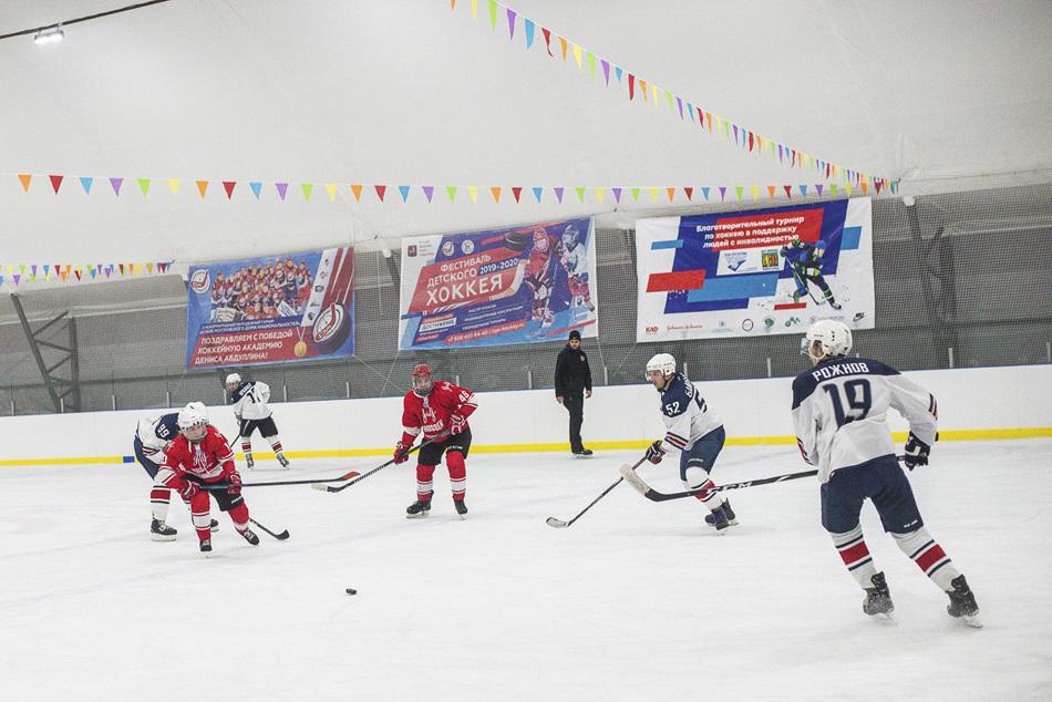 «Шайбу, шайбу!»: как прошел I Благотворительный турнир по хоккею