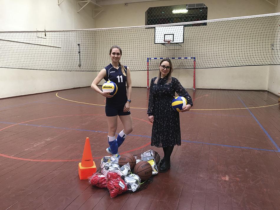 Дети против учителей: как прошла тренировка по волейболу