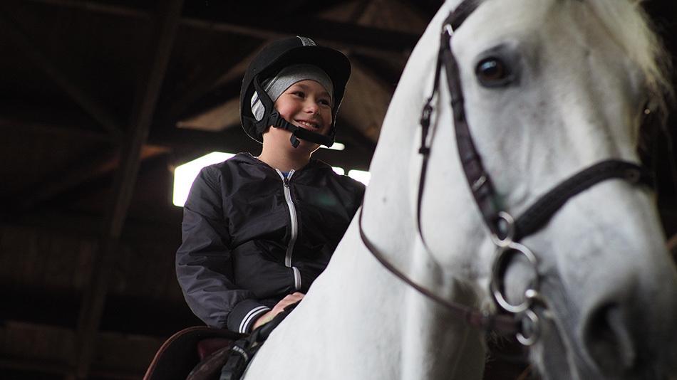 Катание верхом: как прошло знакомство с лошадьми