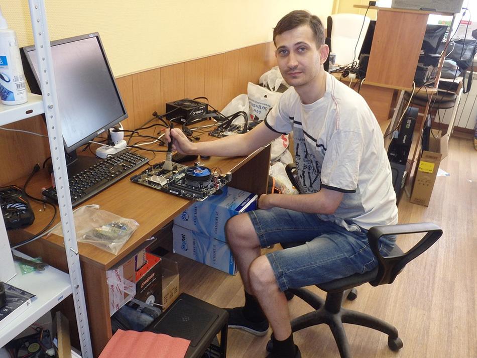 Как «папа в декрете» нашел работу: история Алексея Зайцева