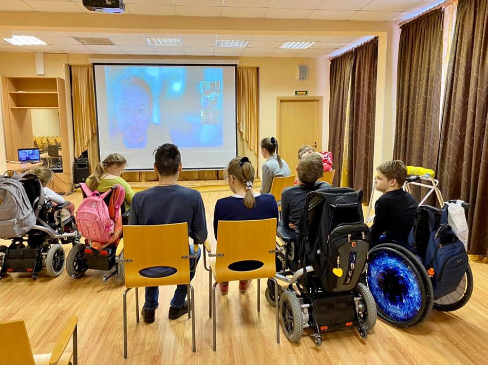 «Перспектива» познакомила детей с инвалидностью с парабадминтоном